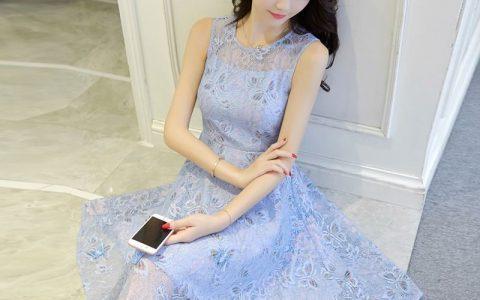 怎么用浪漫碎花连衣裙穿出小清新感觉